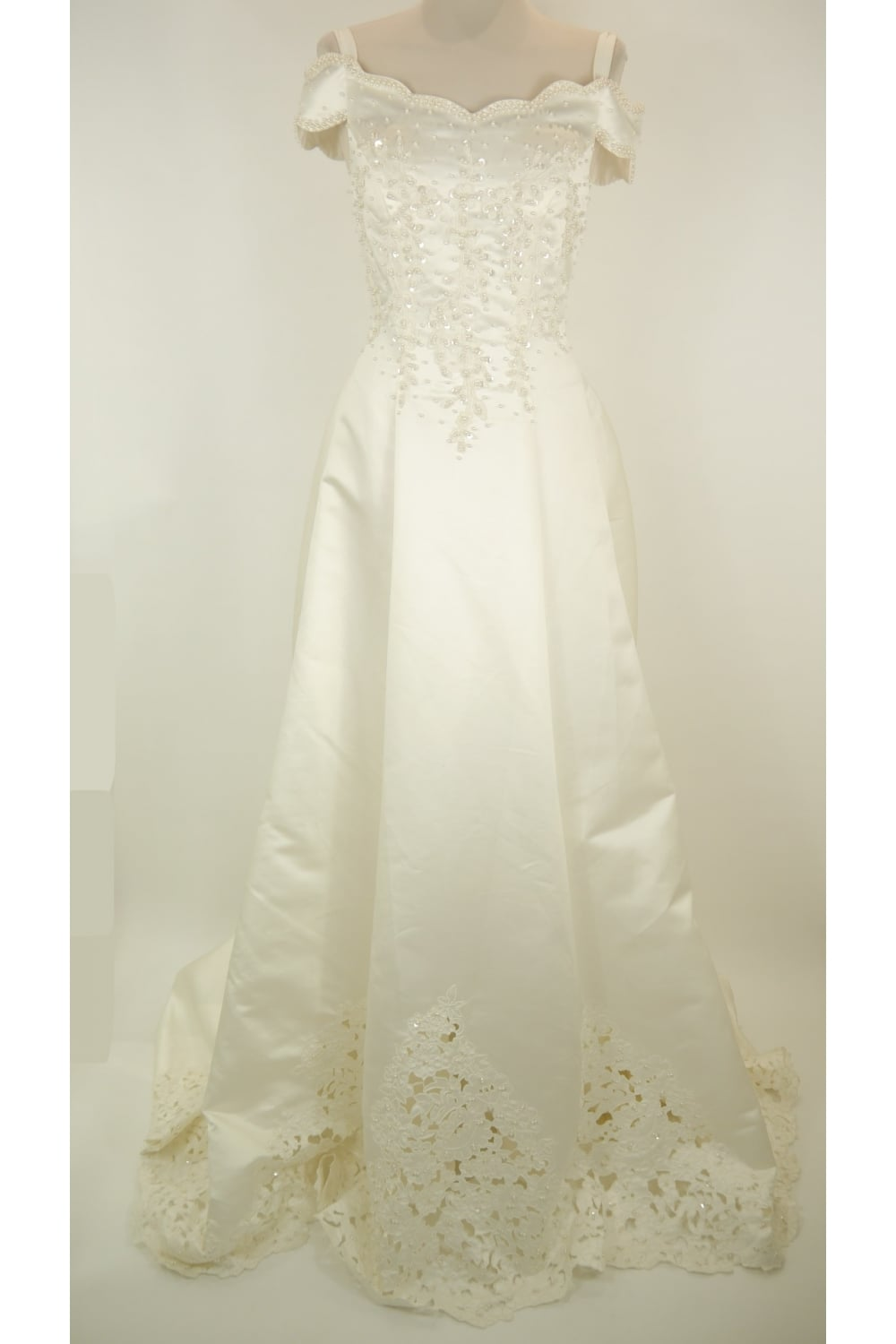 Ava ivory strapless wedding dress clearance sale. Full skirt and train